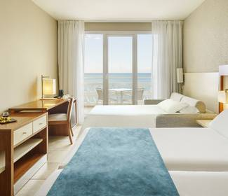 Triple room with sea views hotel ilunion fuengirola