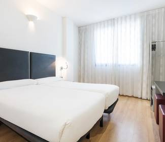 Corporate single room hotel ilunion aqua 3 valencia