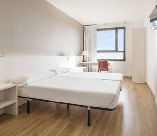 Corporate single room hotel ilunion valencia 3
