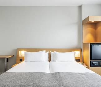 Accessible room hotel ilunion valencia 4