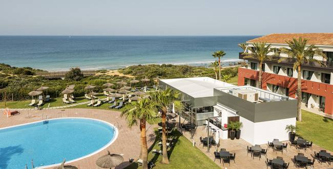 Swimming pool hotel ilunion calas de conil conil de la frontera