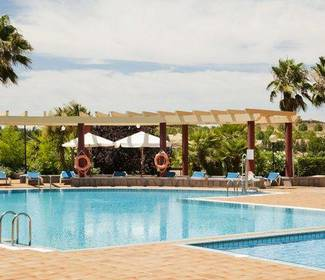 Swimming pool hotel ilunion golf badajoz