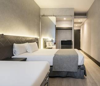 Triple room hotel ilunion bel art barcelona