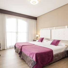 Triple room ilunion golf badajoz hotel ilunion golf badajoz