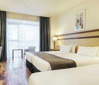 Double room with extra bed hotel ilunion pío xii madrid