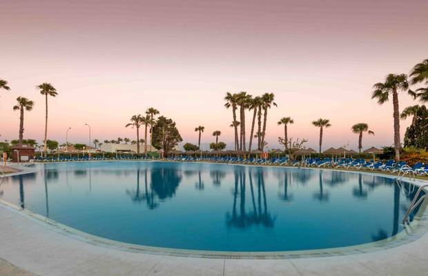 Save up to 15% on your stay when you book for more than three nights. Don't think twice about booking with ILUNION Islantilla. Pool, all-inclusive, adult area. Register on our Official Website and get an additional discount on the offers.
