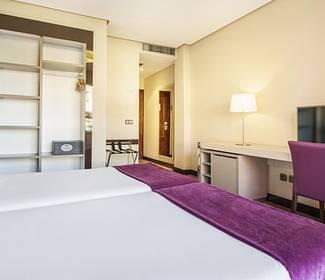 Standard double room hotel ilunion golf badajoz