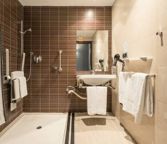 Disabled accessible room hotel ilunion almirante barcelona