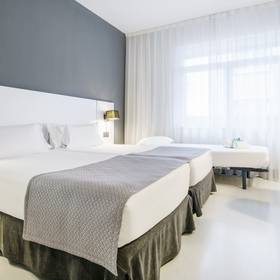 Triple room hotel ilunion bilbao